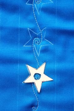 Tuesday Tutorial-Swirling Stars - Lori Kennedy Quilts - Swirling Stars, Free Motion Quilting Tutorial …then cont. line on either side for stars, plus - Quilting Stencils, Quilting Templates, Longarm Quilting, Quilting Tutorials, Quilting Projects, Quilting Ideas, Machine Quilting Patterns, Quilt Patterns, Tutorial Web
