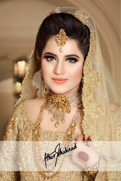 is a sight to behold in a charismatic makeup on her by ✨💖 Absolutely leaving us SPELLBOUND 🤩 . Pakistani Bridal Makeup, Indian Wedding Makeup, Pakistani Wedding Dresses, Bridal Makeup Looks, Bridal Looks, Bridal Style, Pakistan Bride, Punjabi Bride, Kerala Bride