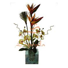 Arreglo compuesto por:        Aves del Paraíso      Orquideas Cimbidium      Base de vidrio,  decorado en piedras
