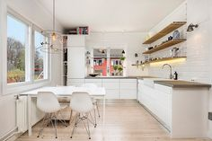 Kitchen cabinets with mirrored base