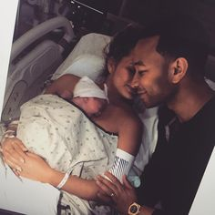 Pictures of John Legend and Chrissy Teigen& Daughter Luna Newborn Pictures, Maternity Pictures, Baby Pictures, Baby Photos, Baby Hospital Pictures, Cute Family, Baby Family, Family Goals, Family Life