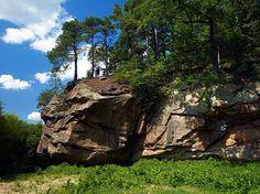 Skamieniałe Miasto leżące na południe od malowniczego miasteczka Ciężkowice uznane zostało za rezerwat już w latach 40. XX w.