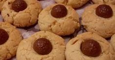 Υλικά :  1 φλιτζάνι βούτυρο σε θερμοκρασία δωματίου,  1 φλιτζάνι άχνη,  2 αυγά,  3 φλιτζάνια αλεύρι που φουσκώνει,  1 φλιτζάνι αμύγδαλα ... Biscuits, Cookies, Desserts, Blog, Crack Crackers, Crack Crackers, Tailgate Desserts, Deserts, Biscuit