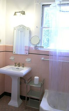 Bathroom Tile Ideas For Bathroom Floor Tile Bathroom Floor Tiles, Bathroom Shower Tile, Craftsman Home Decor, Vintage Bathrooms, Vintage Bath, Vintage House, Vintage Bathroom, Vintage Tile, Old Bathrooms