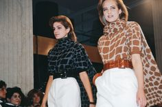 Cindy Crawford, left, on the runway of Perry Ellis's final show, fall Fashion History, Fashion News, High Fashion, 90s Models, Perry Ellis, Cindy Crawford, Designer Wear, Fashion Photo, African Fashion