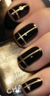 Unha preta com dourado
