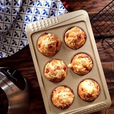 Salty Ham and Cheese Muffins - Salty Muffins with Cheese and Raw Ham in the blender, very easy and fast ! Salty Muffins with Chee - Tapas, Deli Food, Healthy Desserts, Clean Eating Snacks, Love Food, Breakfast Recipes, Biscuits, Vegetarian Recipes, Easy Meals