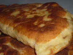 Reteta culinara Placinte din mamaliga cu branza la tigaie din categoria Aperitive / Garnituri. Cum sa faci Placinte din mamaliga cu branza la tigaie