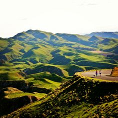 Te Mata Peak, near Hastings/Napier, New Zealand. Actually Havelock North. This is a spectacular mountain-top lookout, which Is an easy DRIVE, or a hard trek! I can't think of a more easily accessible, yet still spectacular scenic lookout! Bill✔️