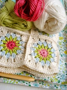 Pretty crochet colour inspiration from the German blog Freuleinmimi.
