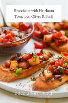 Bruschetta with Heirloom Tomatoes, Olives and Basil How To Make Bruschetta, Tomato Bruschetta, Bruschetta Recipe, Italian Appetizers, Appetizer Dips, Appetizer Recipes, Summer Recipes, New Recipes, Vegan Recipes