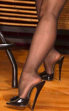 The girl in the closet: A fascination for mules and nylon Sexy Legs And Heels, Black High Heels, High Heels Stilettos, Stiletto Heels, Pantyhose Heels, Stockings Heels, Black Pantyhose, Gorgeous Feet, Beautiful