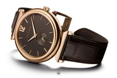 Altitude Premiere small seconds, in solid gold. The soft blend of rose and yellow gold reflects on the graphite dial to produce a warm and striking contrast. Classic, reinvented. Created by Alexandre Meerson