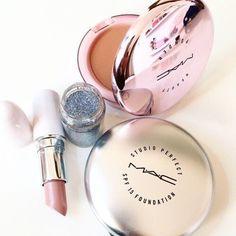 Imagem de mac, lipstick, and makeup