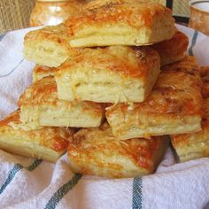 Croissant, Winter Food, Hot Dog Buns, Sandwiches, Bakery, Food And Drink, Bread, Snacks, Chicken