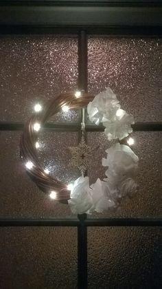 Ovi kranssi / Door wreath Door Wreaths, Chandelier, Ceiling Lights, Doors, Home Decor, Candelabra, Decoration Home, Room Decor, Chandeliers
