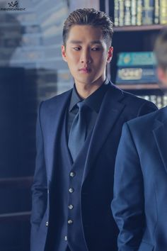 Actor Ahn Bo Hyun is a cold man in behind-the-scene photos of drama 'Itaewon Class'. Paul Kim, K Drama, Akdong Musician, Netflix, Star Actress, Handsome Korean Actors, Korean Entertainment, Cute Actors, Kdrama Actors