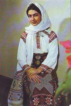 Should you really like smooth travel a person will love this website! Romanian Gypsy, Romanian Girls, Costume Shop, Folk Costume, Traditional Dresses, Traditional Art, Gypsy Girls, Costumes Around The World, Little Paris