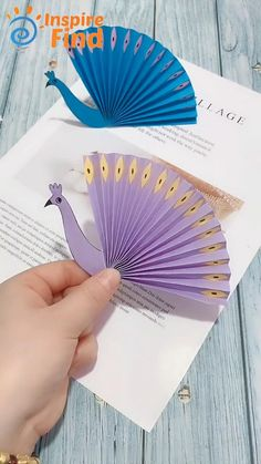 Anniversary Gift Ideas For Him Discover Beautiful Peacock tutorial for you! Diy Crafts Hacks, Diy Crafts For Gifts, Diy Arts And Crafts, Fun Crafts, Diy Home Crafts, Summer Crafts, Paper Flowers Craft, Paper Crafts Origami, Paper Crafts For Kids