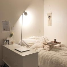 8 ideas to make a cozy room - HomeDBS Apartment Room, Room, Aesthetic Room Decor, Interior, Minimalist Room, Home, House Rooms, House Interior, Small Room Bedroom