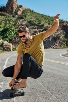 Liam Hemsworth, Hemsworth Brothers, Mode Masculine, Thriller, Workout Routine For Men, Workout Men, Australian Actors, Mens Fitness, Muscle Fitness