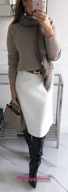 woman wearing fray sweater and white skirt. Pic by woman wearing fray sweater and white skirt. Pic by Source by The post woman wearing fray sweater and white skirt. Pic by appeared first on Do It Yourself Diyjewel. Fashion Mode, Look Fashion, Skirt Fashion, Trendy Fashion, Spring Fashion, Winter Fashion, Trendy Style, Classy Fashion, Fashion Logos