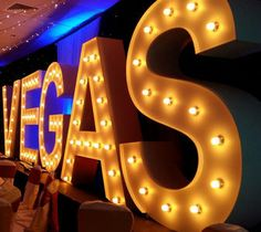 Our Las Vegas themed nights are available for theme events in the UK. You can book our Las Vegas themed nights to turn your venue into a Casino room. Tema Las Vegas, Las Vegas Party, Casino Night Party, Vegas Casino, Vegas Themed Wedding, Las Vegas Weddings, Las Vegas Events, Casino Party Decorations, Casino Theme Parties