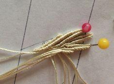 В основе плетения такого цветка «Василёк» лежит простой принцип, который я рассмотрю подробно в данном мастер-классе. Сбор самих сережек описан кратко.Этот мастер-класс рассчитан на тех, кто владеет навыками макраме или микро-макраме. Плетение отдельных узлов не объясняется. При использовании указанного количества нитей получается цветок размером примерно 3.5 см.
