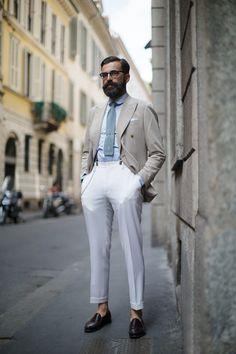 The Sartorialist. Wednesday, October On the Street…Just Off Via Montenapoleone, Milan. Royal Fashion, Mens Fashion, Fashion Trends, Style Fashion, Madrid, Milan Fashion Weeks, London Fashion, Casual Fall, Stylish Men