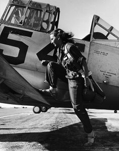 Female Pilot - US Women's Airforce Service - 1943- awesome!!