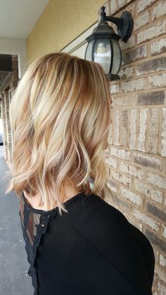 Blonde hair with highlights, blonde color, blonde balayage, hair color, s. Strawberry Blonde Highlights, Blonde Hair With Highlights, Blonde Color, Hair Color, Short Hair With Bangs, Short Hair Styles, Balayage Blond, Corte Bob, Strawberry Blonde Hair