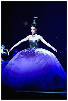 Melissa Mars as Aloysia Weber dans mozart L'Opera Rock  Photo by Sebastien Veronese in MOZART L'OPERA ROCK