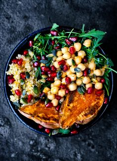 moroccan chickpea quinoa and sweet potato lunch bowls occasionally eggs ? Vegan Meal Prep, Vegetarian Recipes Dinner, Vegan Recipes, Dinner Recipes, Cooking Recipes, Batch Cooking, Quinoa Sweet Potato, Chefs, Smoothies