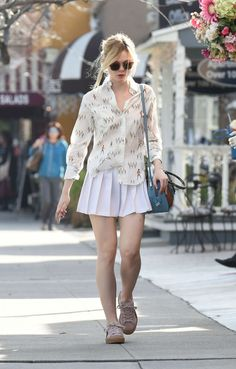 Elle Fanning in Short Skirt Shopping in Studio City, Elle Fanning, International Celebrities Dakota Fanning, Ellie Fanning, Elle Fashion, Fashion Outfits, White Pleated Skirt, Sexy Shirts, Women's Summer Fashion, Short Skirts, Editorial Fashion