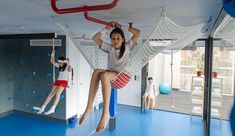 playoffice inserts children's indoor climbing gym into underground bunker, leaves room for typical gym equipment on the floor Indoor Jungle Gym, Indoor Gym, Indoor Climbing Wall, Kids Gym, Basement Gym, Home Gym Design, Gym Room, Play Gym, Kids Play Area