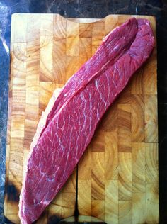 This is the method I use to make this traditional South African snack. Best served thinly sliced with an ice cold beer! If you like fatty biltong make sure you get cuts of meat that have a lot of fat. You will lose approx of the weight of your meat. South African Shop, South African Recipes, Snack Recipes, Cooking Recipes, Snacks, Dry Rice, Biltong, Homemade Burgers, Original Recipe
