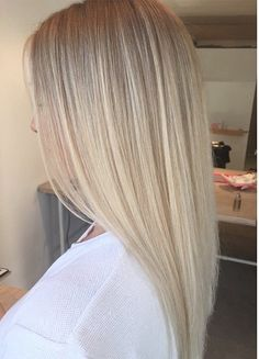 Soft blend into bright ends Ash Blonde Hair Balayage, Dark Blonde Hair Color, Blonde Hair Shades, Blonde Hair Looks, Balayage Ombré, Hair Color Shades, Blonde Hair Inspiration, Unnatural Hair Color, Aesthetic Hair