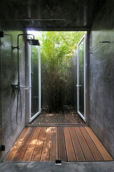 Shower Super Idee fürs Erdgeschoss - vom Garten direkt in die Dusche