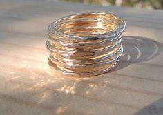 3 Hammered Stack Ringe Ringe 14k gold von treasureimports auf Etsy