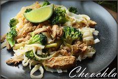 Choochla: Makaron ryżowy w jajku z kurczakiem i brokułami Japchae, Ethnic Recipes, Food, Meals, Yemek, Eten