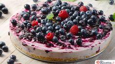 La cheesecake è uno dei dolci più apprezzati e ne esistono diverse varianti tra cui quella senza cottura e soprattutto senza colla di pesce. Vediamo come farla.
