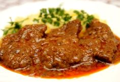 Mariniertes Rindfleisch A great choice for lunch. Whether on Monday, Tuesday, Wednesday or Sunday, this food will do your stomach well. Hamburger Meat Recipes, Crockpot Recipes, Cooking Recipes, Porcupine Meatballs, Marinated Beef, Good Food, Yummy Food, Food Obsession, Beef Dishes