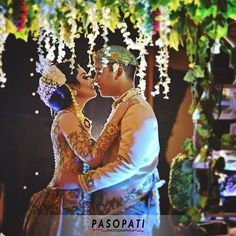 We are, each of us angels with only one wing; and we can only fly by embracing one another #pasopativideography  Resepsi Abimanyu & Debby  Makeup: @bennu.makeup WO: @mantenpartywo Dekor: @agung_decoration Catering: @sonokembangind Entertainment: @tamanmusic_entertainment Venue: #puriardyagarini  #weddingphotography #romantic #makeup #akadnikah #photoshoot #photoideas #instalike #tagsgram #makeuphoto #traditionalwedding #indonesianwedding #likeit #followme #ibride
