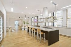 19 Celebrity Kitchens That Will Make You Jealous New York Penthouse, Manhattan Penthouse, Jeremiah Brent, Jennifer Lopez, Celebrity Kitchens, Celebrity Houses, Celebrity Mansions, Jenny From The Block, Kitchens