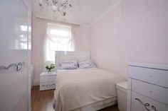 Small bedroom: simple