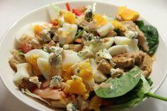 Proteiinin täyteinen salaatti - Pinaattia, kananmunaa, broileria, aurajuustoa, savukalaa? :D