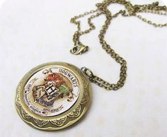 Hogwarts Locket. WANT all of this jewelry. I think I missed the Harry Potter craze a little but..... Better late than never right?