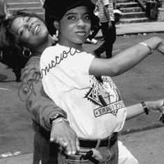 Queen Latifah MC Lyte Aw and they're still friends. MY Lyte is the dj on the Queen Latifah show! Mode Hip Hop, Hip Hop And R&b, Love N Hip Hop, 90s Hip Hop, Hip Hop Rap, Da Brat, Foxy Brown, Queen Latifah, Lauryn Hill