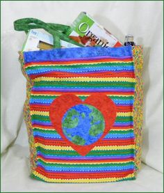 Free pattern - Loving Our Earth Reusable Grocery Bag has two side pockets for bottles. Quilt Patterns Free, Free Pattern, Bag Patterns, Reusable Grocery Bags, Sewing Hacks, Sewing Tips, Recycled Crafts, Quilting Designs, Crafty