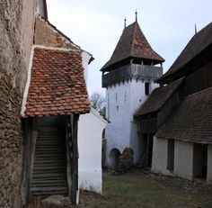 Szászfehéregyháza Weekend Fun, Countryside, Medieval, Transylvania Romania, Places To Visit, Cabin, Mansions, House Styles, Building